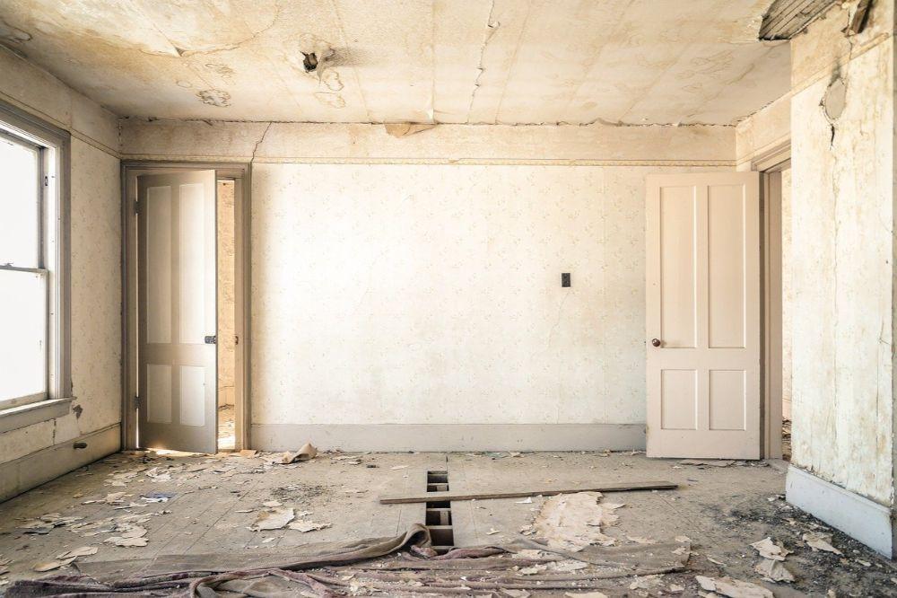 Hoe haal je oud behangpapier van de muur