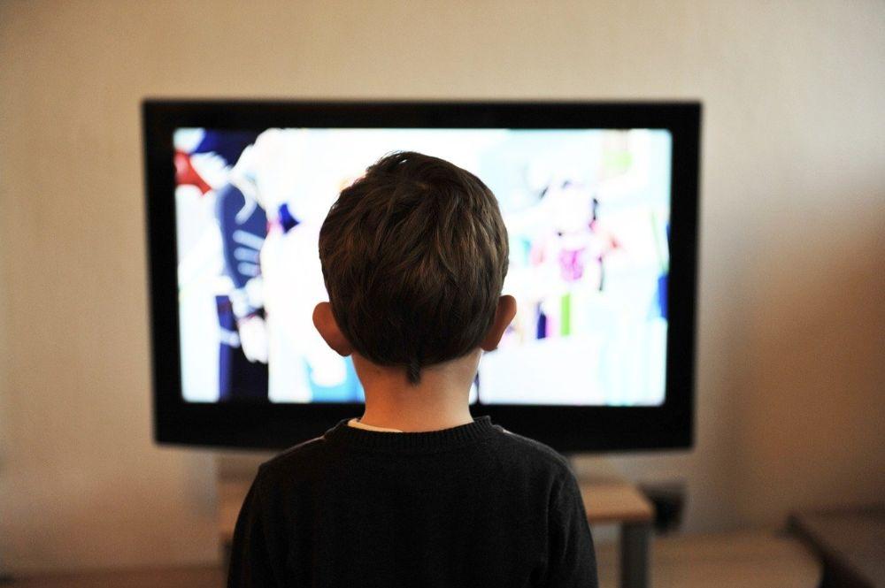 Hoe kan ik mijn kinderen van achter de televisie halen