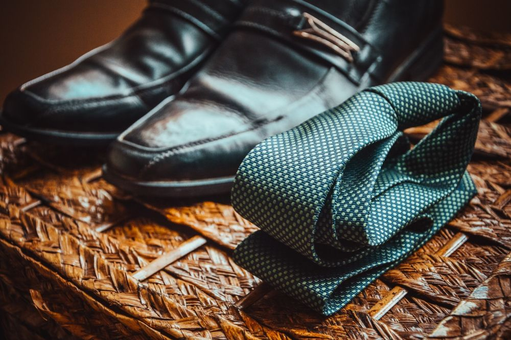 Hoe kies je schoenen die perfect passen bij je kostuum