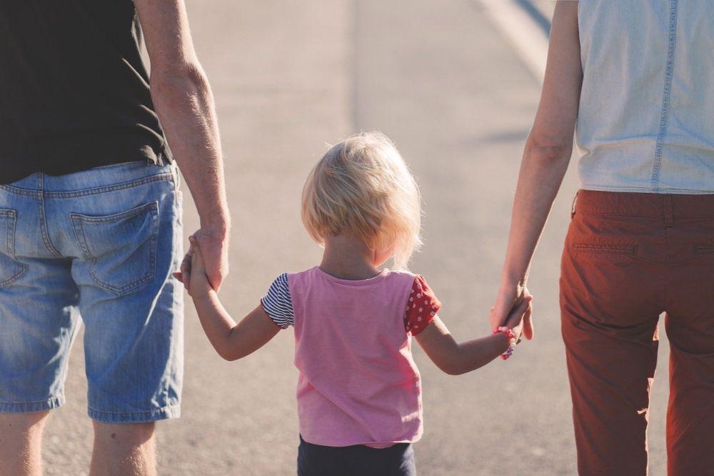 Hoe krijg je een band met je geadopteerd kind